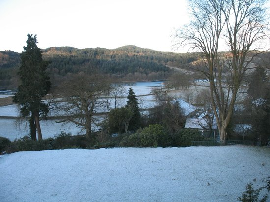 Sawrey House Hotel:                                     View from Room 6 in the snow - Beautiful