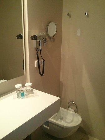 Carris Cardenal Quevedo:                   Accesorios del baño