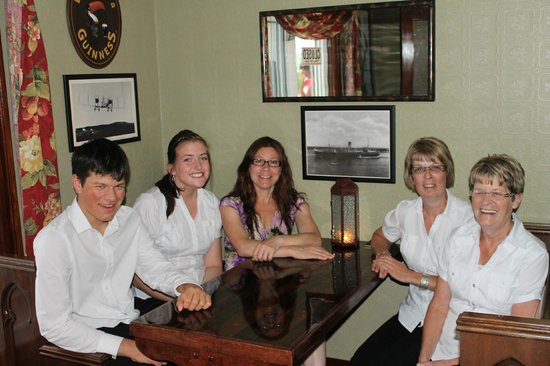 The Claddagh Inn: Staff meeting before serving wedding party snacks