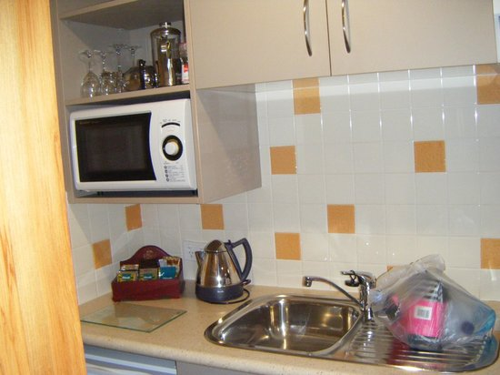 Settlers Motel:                   Fully equipped kitchenette!!