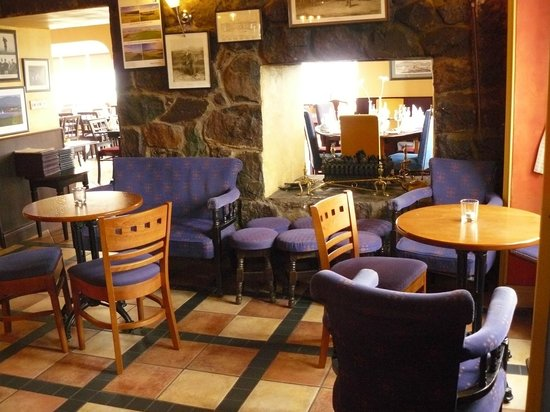 Smuggler's Inn: Enjoy a drink in our cosy bar before dining