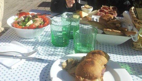 Villa Frainela:                   Pranzo al sole