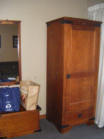 Settlers Motel:                   Wardrobe