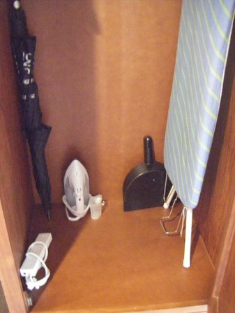 Settlers Motel:                   Contents inside the wardrobe