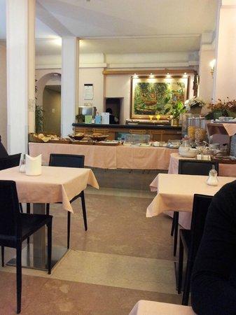 Monopole de la Gare:                   Breakfast room