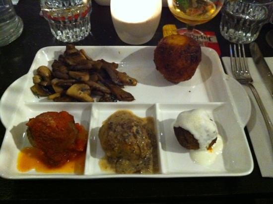 Ibis Antwerpen Centrum:                   meatballs, mushrooms and fried risotto ball