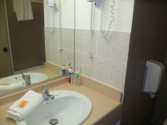 Hotel Republique :                   Bathroom