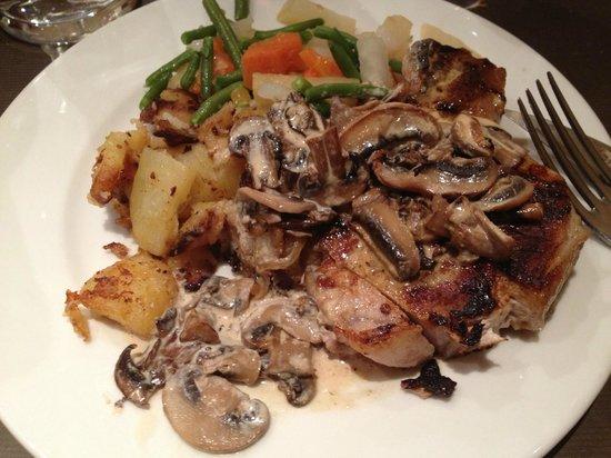 La Lozère :                                     pork chop with mushroom cream sauce