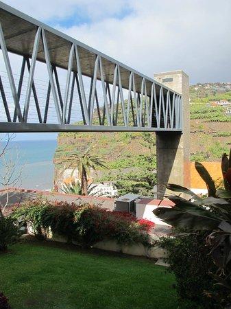 Estalagem Ponta do Sol:                   Fahrstuhl von der Rezeption und Restaurant zu den Zimmern
