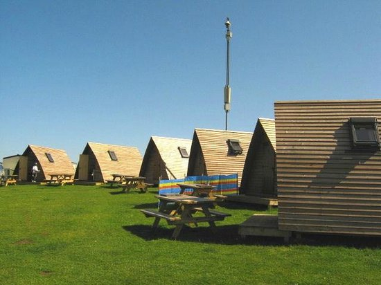 Hilltop Holiday Park: Camping Cabin Village