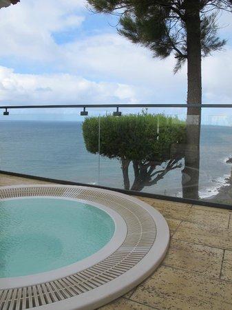 Estalagem Ponta do Sol:                   Whirlpool mit Ausblick