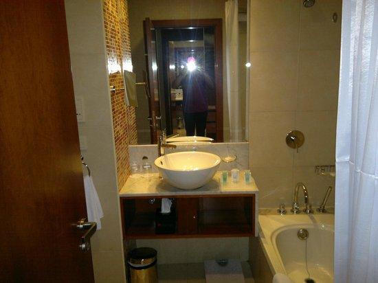 Ramada Chelsea Al Barsha:                   Bathroom