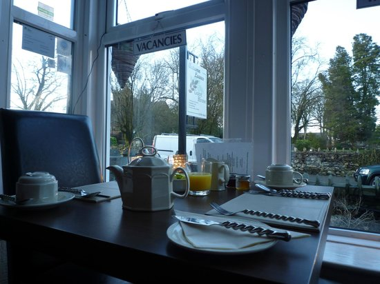 Autumn Leaves Guest House:                   外観左手のお部屋。朝食を頂きます。