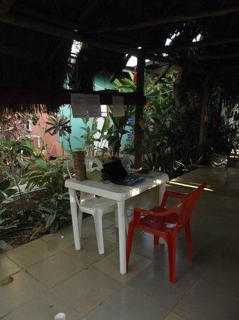 Bambu Hostel : Espace laptop wifi en février 2013.