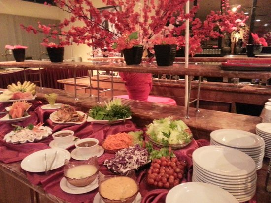 Heritage Hotel Ipoh:                                     Buffet line available for dinner