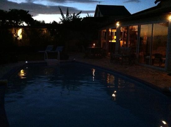La Villa Blue :                   à la tombée de la nuit
