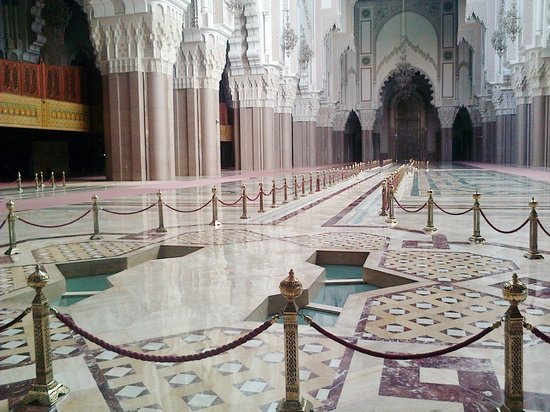 Hassan II-moskéen:                   interior of the mosque