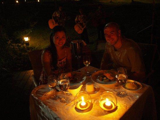 เอสคายา บีช รีสอร์ท แอนด์สปา:                   special arrangement to dine under the moon and stars with serenade
