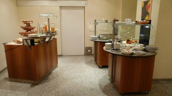 Starlight Suiten Hotel Renngasse: Buffet petit-déjeuner (les 2 de droites peuvent être avec supplément selon la formule)