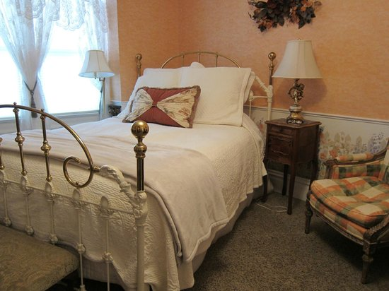 Churchill Manor Bed and Breakfast:                   Spring Mountain room