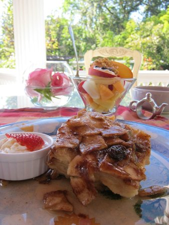 Churchill Manor Bed and Breakfast:                   Great outdoor breakfast