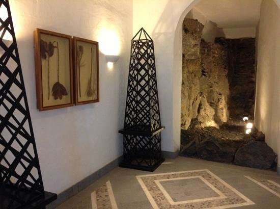 Hotel THe Volcan Lanzarote:                   one of the quirky areas