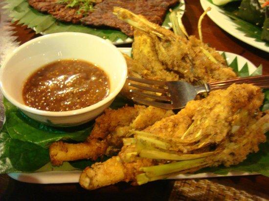 Tum Tum Cheng: Poulet cuit avec de la citronnelle et sa sauce
