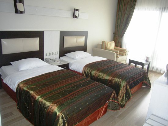 Royal Palace: Twinbed Room