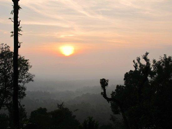 Ayurveda Yoga Villa: восход солнца в горах