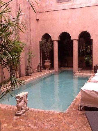Riad Noir d'Ivoire:                   the pool courtyard