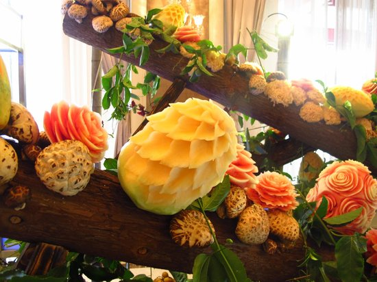 Shangri-La Hotel Guilin:                   Fruit Carving at Business Lunch