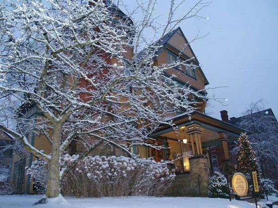 The Queen - A Victorian Bed and Breakfast: The Queen, winter