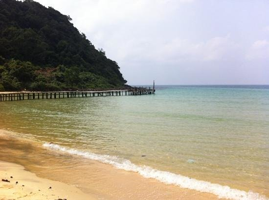 Lazy Beach:                   view of the jetty from the beach