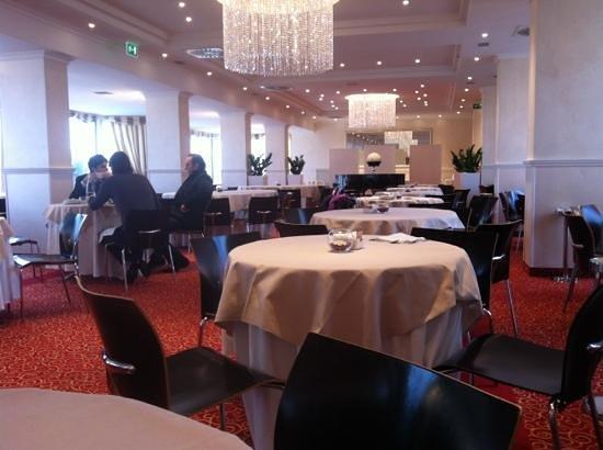 Hotel Sporting Rimini:                   l'elegantissima sala ristorante/colazione