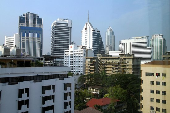 Salil Hotel Sukhumvit Soi 11:                   to left of Marriott, new terminal 21 prominent in skyline. Robinsons at base o