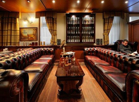 Whisky Bar 44: Chesterfields