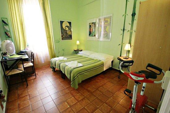 六張床旅館照片