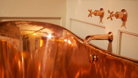 Edgar House : Our stunning copper bath