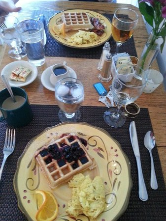 Brass Lantern Inn:                   Breakfast!