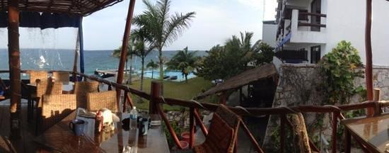 Blue Angel Resort: la piscine du restaurant