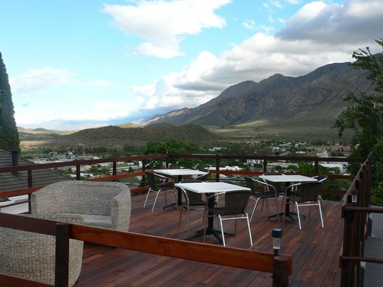 Mountain View Lodge Montagu:                                     The spectacular mountain view on the deck