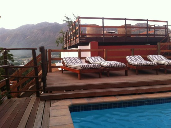 Mountain View Lodge Montagu:                                     Heated swimming pool with mountain views