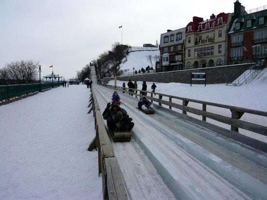 Terrasse Dufferin : La piste de luges