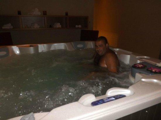 Apollonion Resort & Spa:                                     jacuzzi 2