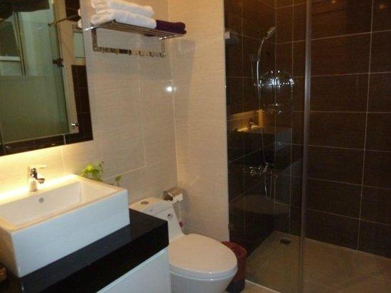 Yellow House Saigon Hotel : Beautiful bathroom, Yellow House Saigon