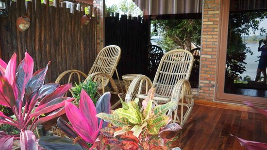 Chez Carole Resort:                   veranda chairs