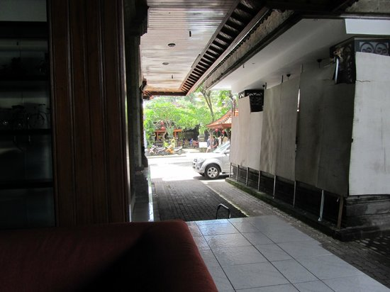 Matahari Bungalow Bar & Restaurant:                                     View of the entrance from reception