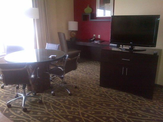 Embassy Suites by Hilton Houston - Energy Corridor:                   Dining Table & Work Desk