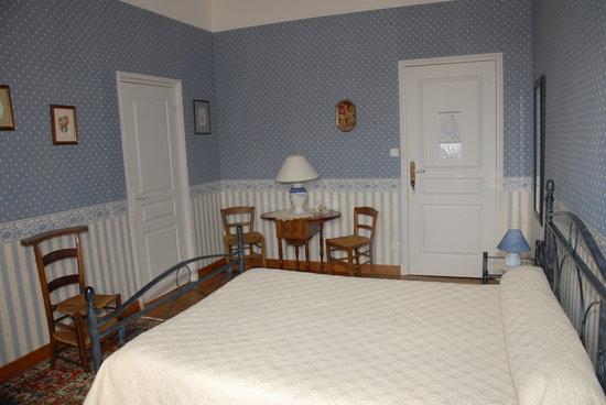 Le Clos St Georges: chambre bleue