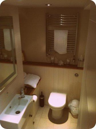 Lorne House:                   The bathroom